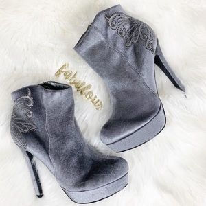 De Blossom Collection silver wings velvet booties